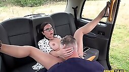 Kinky taxi driver eating and fucking slutty brunette in his car
