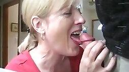 Mature mom sucking dick and drink cum