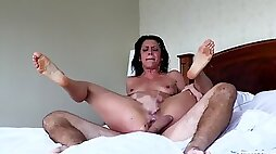 Cougar with natural tits getting throbbed hardcore before squirting