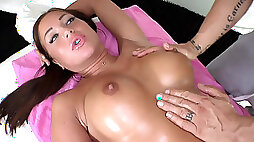 Angelica Hearts fat pussy yearned for the cock during massage